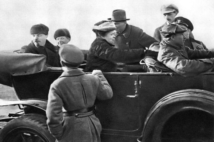 СССР җитәкчеләре нинди машиналарда йөргән?